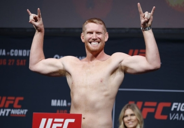 Sam Alvey (right)