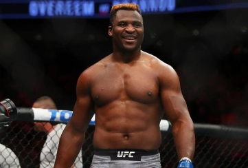 Francis Ngannou (right)